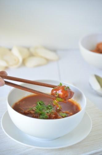 Chinese tomatensoep met garnalenballetjes