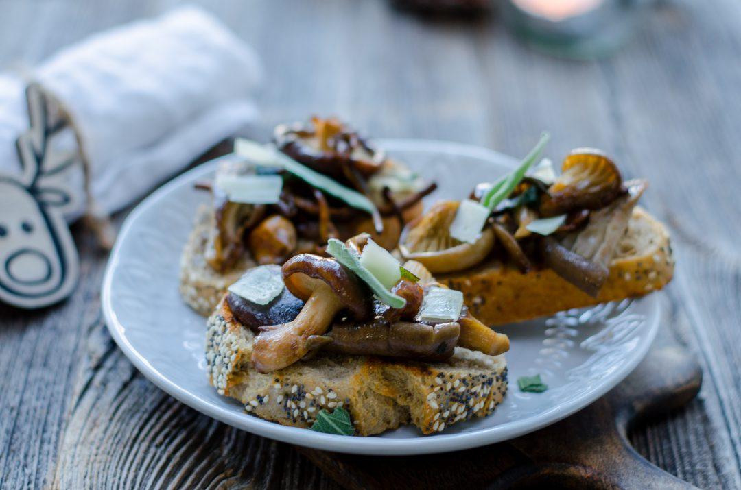 crostini's met herfstpaddenstoelen