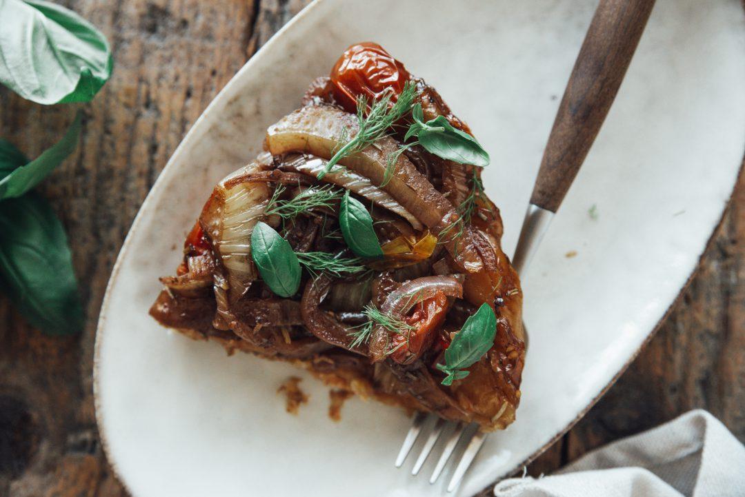 tarte tartin met venkel, ui en tomaat