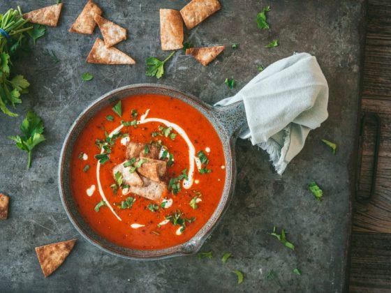 Makkelijke soep van geroosterde paprika
